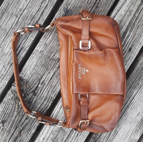36b46b221c PRADA leather shoulder bag 100% authentic. M 5b51726d03087cb270b22892